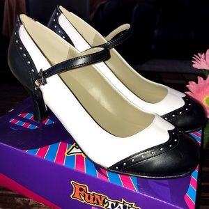 💥Black and white wing tip heels